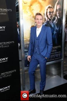 jamie-campbell-bower-the-mortal-instruments-city_3811529