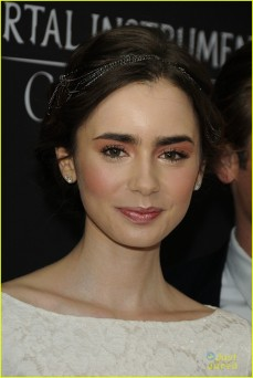lily-collins-jamie-campbell-bower-mortal-instruments-toronto-premiere-04