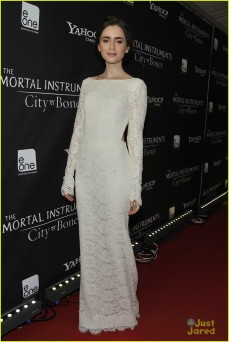lily-collins-jamie-campbell-bower-mortal-instruments-toronto-premiere-14