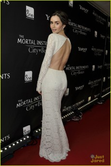 lily-collins-jamie-campbell-bower-mortal-instruments-toronto-premiere-15