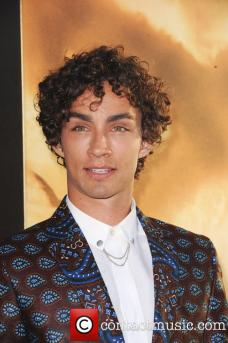 robert-sheehan-la-premiere-of-the-mortal_3812378